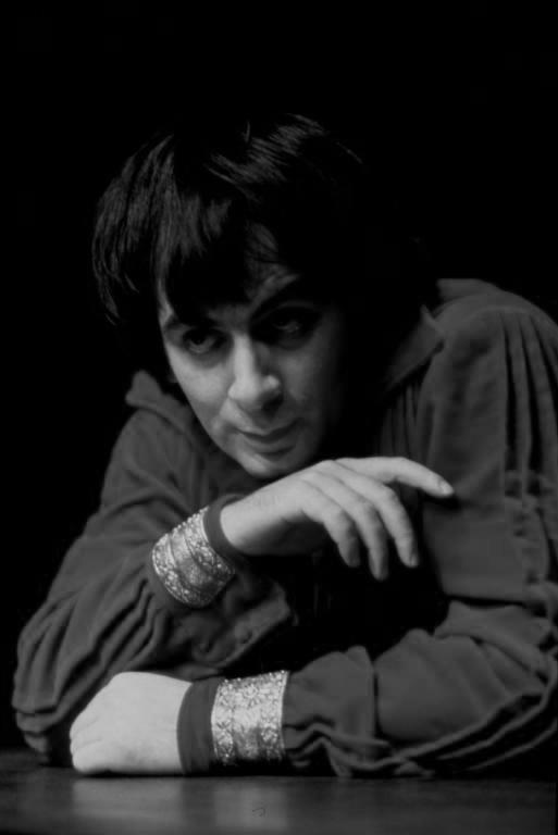 Κώστας Καστανάς (Καλιγούλας) 30/12/1977 - 29/01/1978 Εθνικό Θέατρο: Νέα Σκηνή Καλιγούλας (1977) Συγγραφέας: Αλμπέρ Καμύ Μετάφραση: Ολυμπία Καράγιωργα Συντελεστές Σκηνοθεσία: Τηλέμαχος Μουδατσάκης Σκηνογραφία: Λαλούλα Χρυσικοπούλου Ενδυματολόγος: Λαλούλα Χρυσικοπούλου Μουσική επιμέλεια: Ολυμπία Κυριακάκη-Λουκίσσα http://www.nt-archive.gr/playDetails.aspx?playID=214
